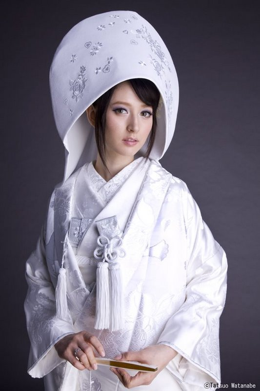 Traditional Japanese wedding attire - a link to an interesting website detailing aspects of a traditional Japanese wedding